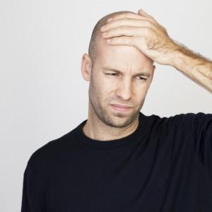 Ein Mann mit Haarausfall