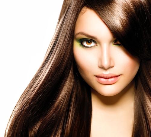 Frau mit hellbraunen Haaren